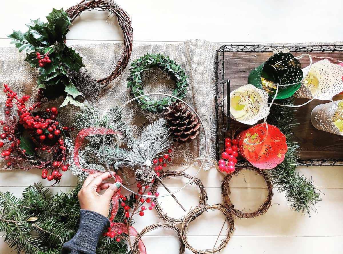 5 Easy DIY Christmas Wreaths You Can Create In Less Than An Hour